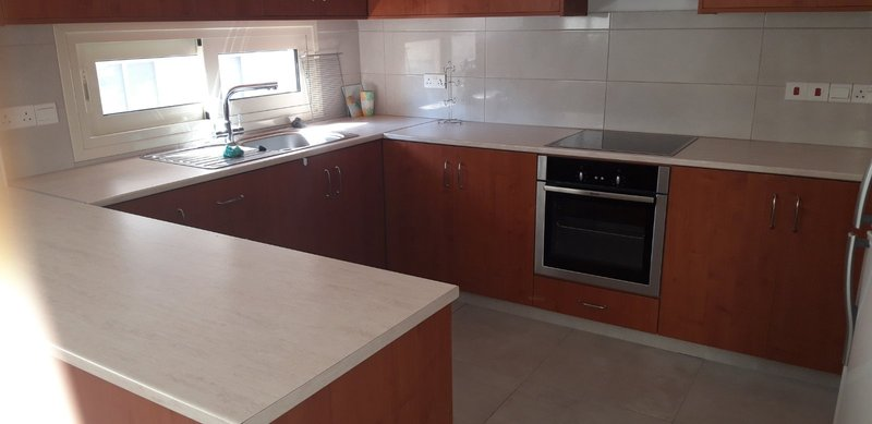 ** 3 BEDROOMS UPPER FLOOR HOUSE IN NEAPOLIS AREA - LIMASSOL.....