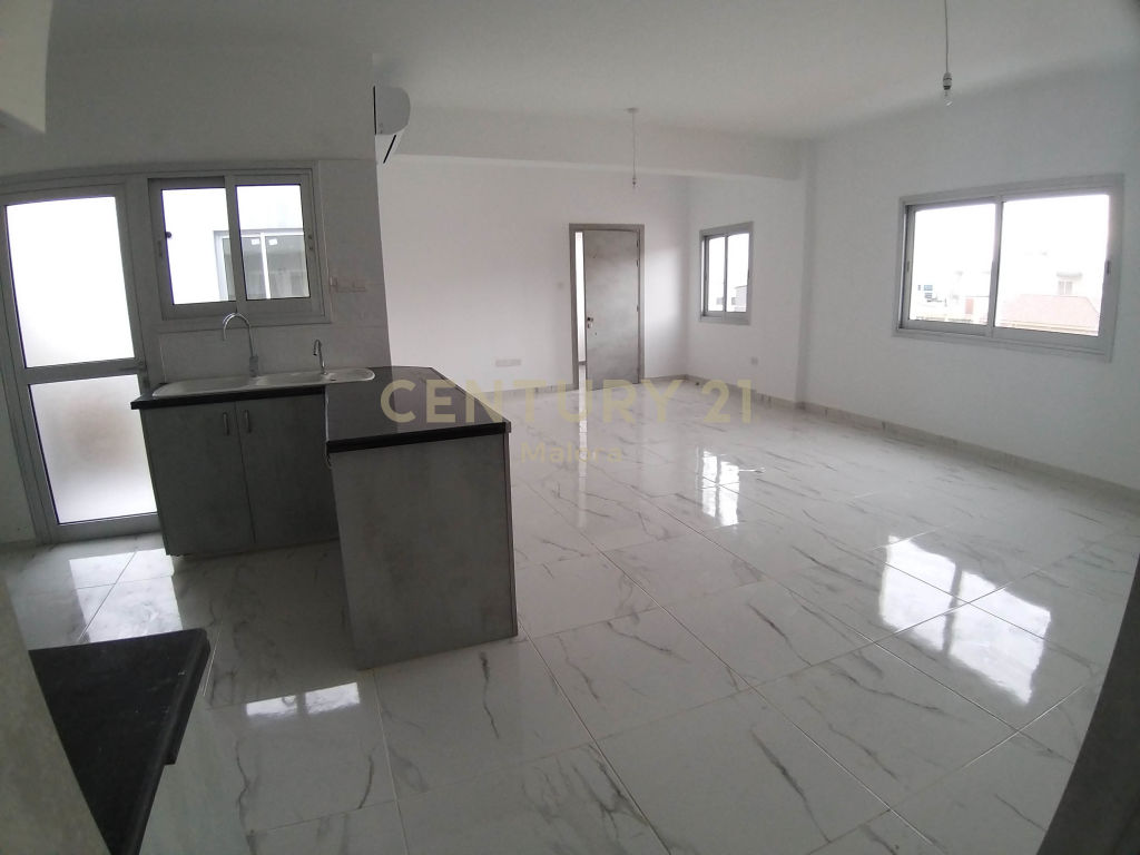 for rent brand new 3 bedroom apartment in mesa geitonia lima.....