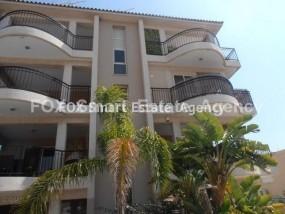 To Rent 3 Bedroom Top floor with roof garden Apartment in Pa.....