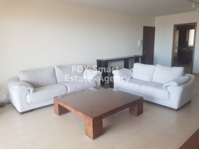 To Rent 3 Bedroom Top floor Apartment in Panthea, Mesa Giton.....