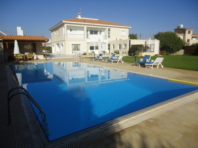 House (Detached) in Latsia, Nicosia for Sale  The villa is l.....