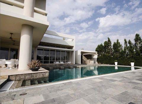 House (Detached) in Pera Chorio Nisou, Nicosia for Sale  It.....