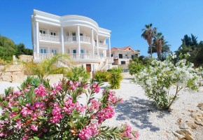 8 bedroom detached villa for sale in peyia coral bay paphos.....